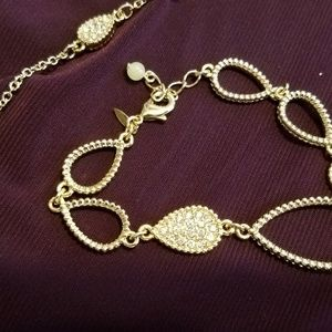 Necklace with earrings and a bracelet gold
